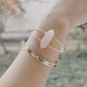 "Les P'tits Coups de Coeur | Boutique Bijoux Femme Tendance 2017 | Bracelet Jonc Grosse Pierre Rose & Bracelet Citation Or ""You are my sun, my moon and all my stars"" portées"
