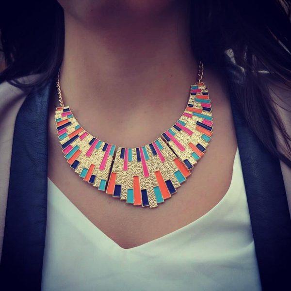 Les P'tits Coups de Coeur | Boutique Bijoux Femme Tendance 2017 | Collier Plastron Cléopâtre Multicolors porté