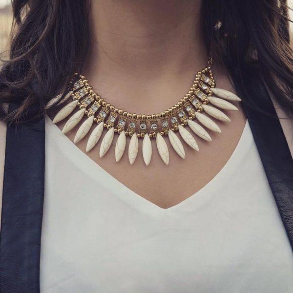 Les P'tits Coups de Coeur | Boutique Bijoux Femme Tendance 2017 | Collier Ras de Cou Menhir Blanc porté